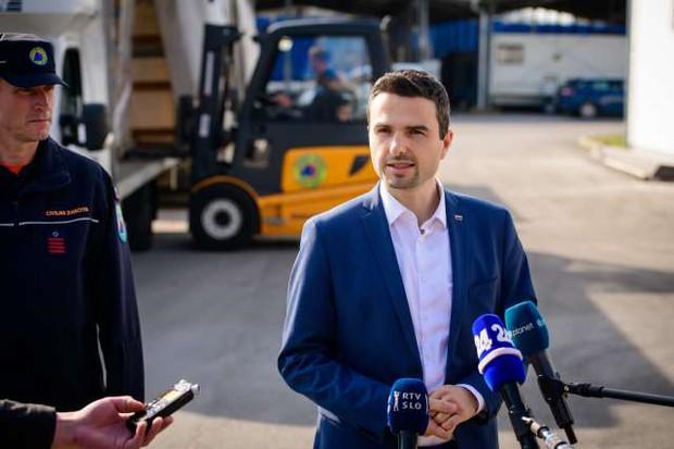 V Slovenijo prispelo novih 300.000 zaščitnih mask (foto: Nebojša Tejić/STA)