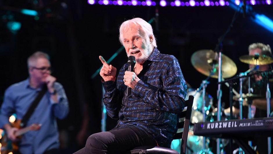 V 81. letu umrl legendarni country pevec Kenny Rogers (foto: profimedia)