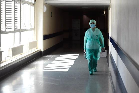 Poleg fizične izčrpanosti tudi izjemen psihičen pritisk na zdravstvene delavce v Italiji