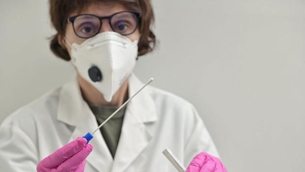 V Sloveniji umrla še peta oseba, okužena s koronavirusom (foto: profimedia)