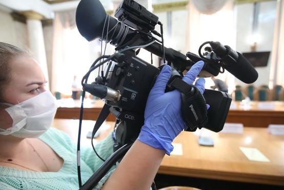 Poziv vladi k sprejetju dodatnih ciljanih ukrepov za podporo slovenskim medijem