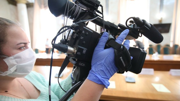 Poziv vladi k sprejetju dodatnih ciljanih ukrepov za podporo slovenskim medijem (foto: profimedia)