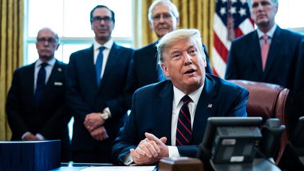 Več kot 100.000 okuženih v ZDA, Trump podpisal zajeten zakon o pomoči (foto: profimedia)