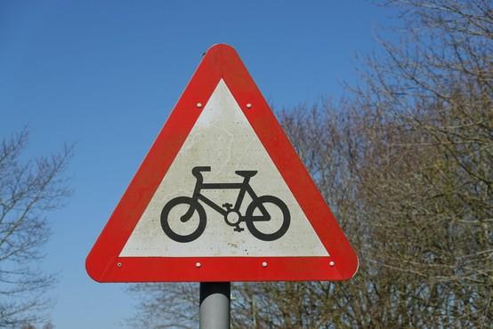 S kolesom v službo v drugo občino da, na izlet ali trening ne