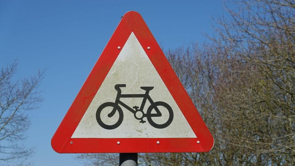 S kolesom v službo v drugo občino da, na izlet ali trening ne (foto: profimedia)