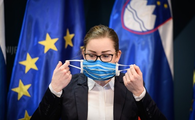 """Tina Bergant: """"Za zdrave ljudi je uporaba mask na javnih prostorih zaželena!"""""""
