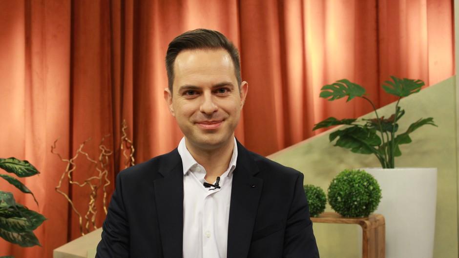 """Dejan Jarič: """"Veliko ljudi pričakuje čudežne tabletke, čudežne ozdravitve, čudežne palčke, vendar tega ni"""" (foto: Klepet ob kavi)"""