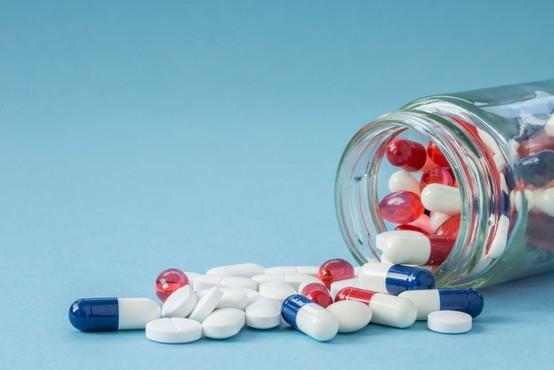 Zdravila, ki jih šele testirajo proti covidu-19, niso za samozdravljenje