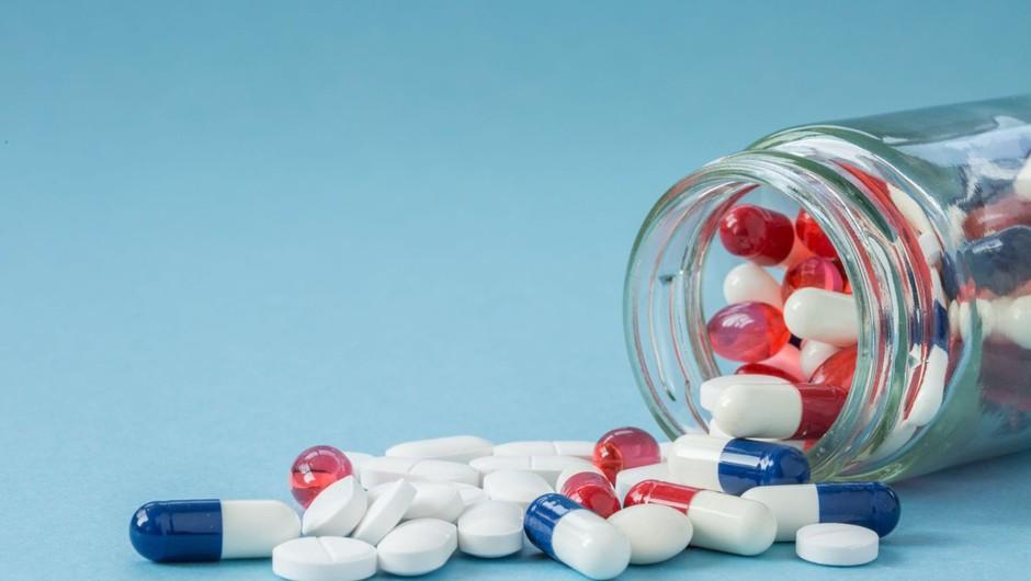 Zdravila, ki jih šele testirajo proti covidu-19, niso za samozdravljenje (foto: profimedia)