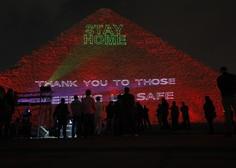 Na Keopsovi piramidi svetlobni napisi v znak solidarnosti v pandemiji