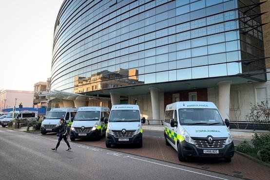 V Veliki Britaniji zaradi covida-19 umrl 13-letnik