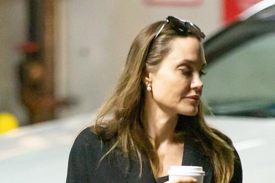 Angelina Jolie producentka oddaj za mlade o koronavirusu na BBC