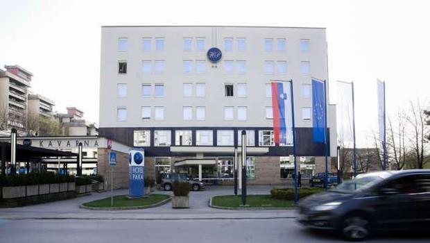 Iz velenjske karantene v domačo oskrbo odpustili 19 oseb, prazni se tudi Postojna (foto: STA/Nik Jevšnik)