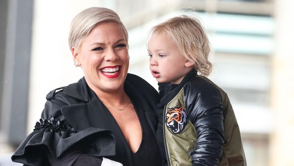 Pink in triletni sin prebolela okužbo koronavirusa v osami (foto: profimedia)