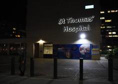 Johnson noč preživel v bolnišnici, a še naprej vodi vlado
