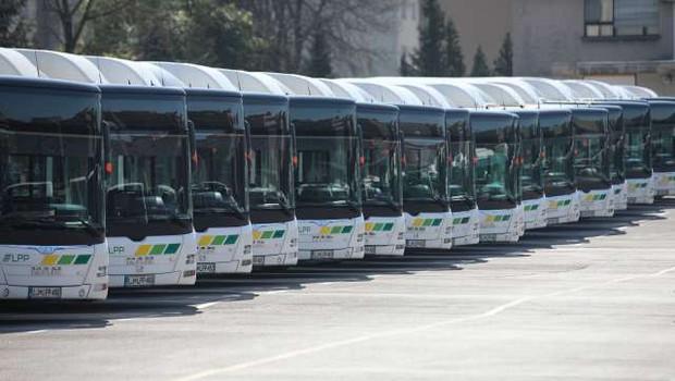 Vozniki ljubljanskih avtobusov razvozijo 515 brezplačnih kosil na dan (foto: Anže Malovrh/STA)