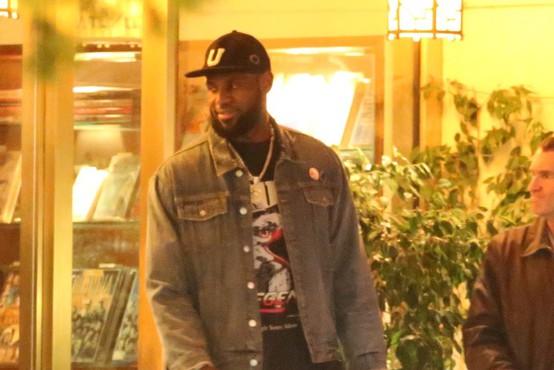 LeBron James si je premislil in bi košarkarsko prvenstvo končal s tekmami brez gledalcev