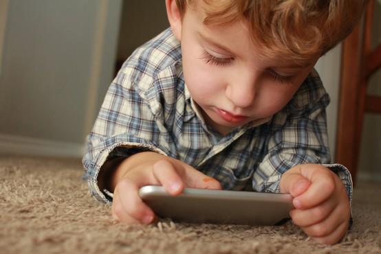 To je najhujša vsebina, ki jo lahko vaš otrok vidi na telefonu!