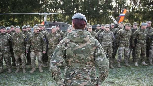 Obolelega slovenskega vojaka so iz Malija pripeljali domov (foto: STA/Bor Slana)