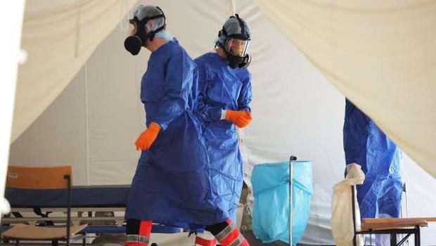 Med prazniki se je rast okužb v Sloveniji nekoliko umirila (foto: STA/Daniel Novakovič)