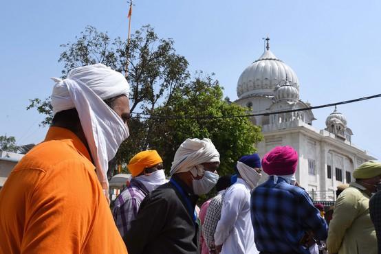 10 turistov v Indiji dobilo kazen kot v šoli