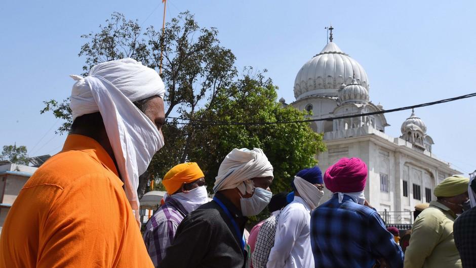 10 turistov v Indiji dobilo kazen kot v šoli (foto: Profimedia)