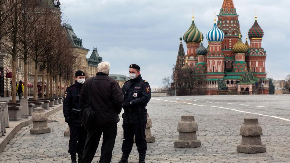 V Rusiji kar 16 odstotkov več primerov kot dan prej (foto: Profimedia)