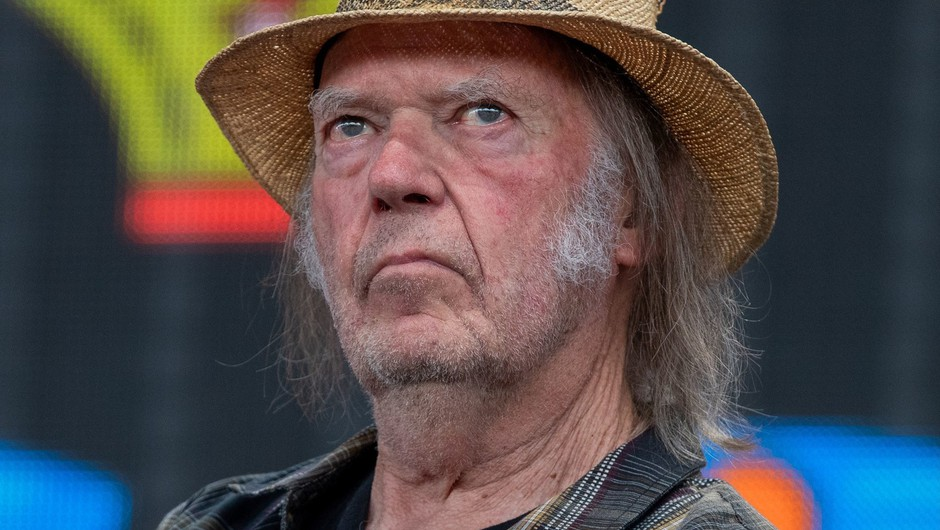 Neil Young z novo različico skladbe Shut It Down na temo koronavirusa (foto: Profimedia)