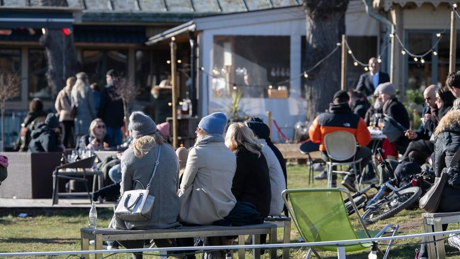 Na Švedskem več kot tisoč smrtnih primerov zaradi koronavirusa (foto: Profimedia)