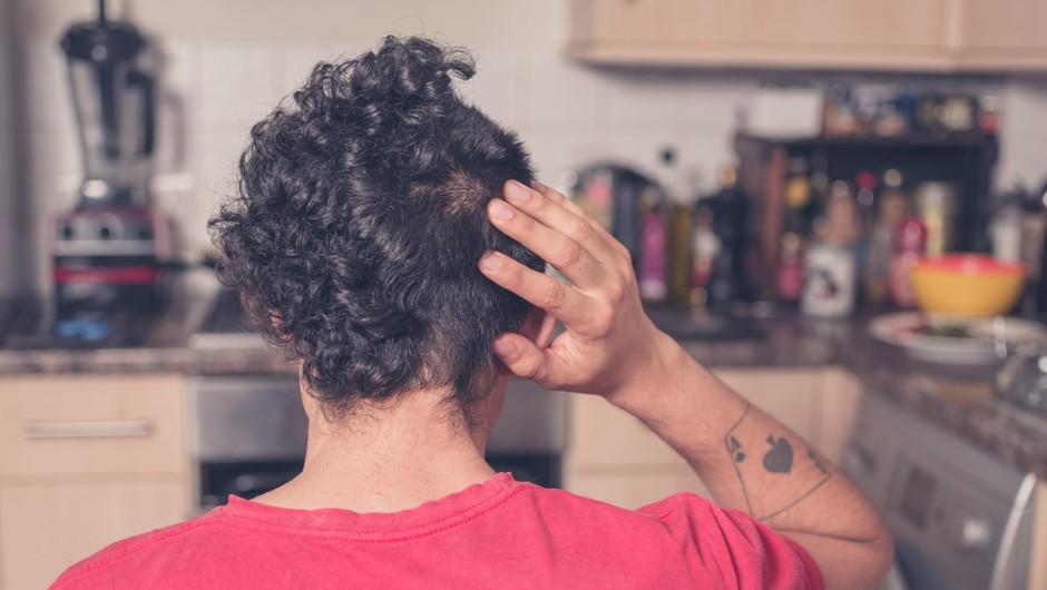 Frizerji pozivajo, naj raje še malo potrpimo s predolgimi lasmi, da ne končamo s katero od teh smešnih stvaritev (foto: Profimedia)
