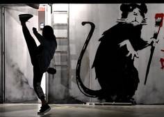 """Banksy v umetniškem delu iz izolacije: """"Moja žena sovraži, ko delam od doma."""""""