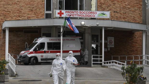 Več držav napovedalo omilitev ukrepov v boju proti koronavirusu (foto: profimedia)