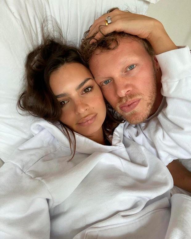 """""""S fantom spiva v ločenih spalnicah"""" (resnična izpoved 25-letne novinarke Elle) (foto: Profimedia)"""