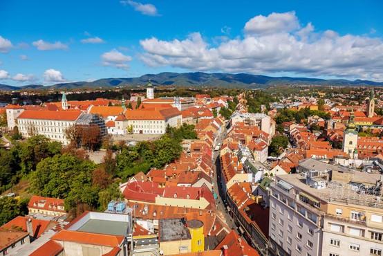 V Zagrebu moški skozi strop padel v stanovanje