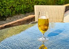 Alkoholne pijače povečujejo tveganje za zaplete pri covidu-19