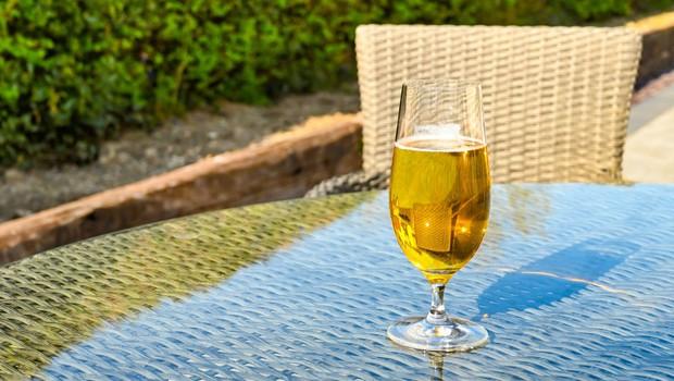 Alkoholne pijače povečujejo tveganje za zaplete pri covidu-19 (foto: Profimedia)