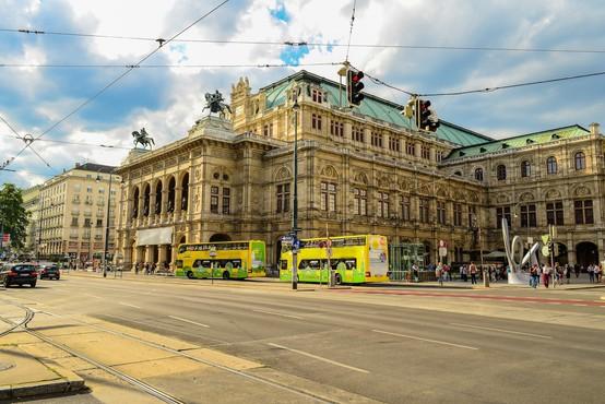 V Avstriji se bodo odprle večje trgovine, šole, gostilne in cerkve