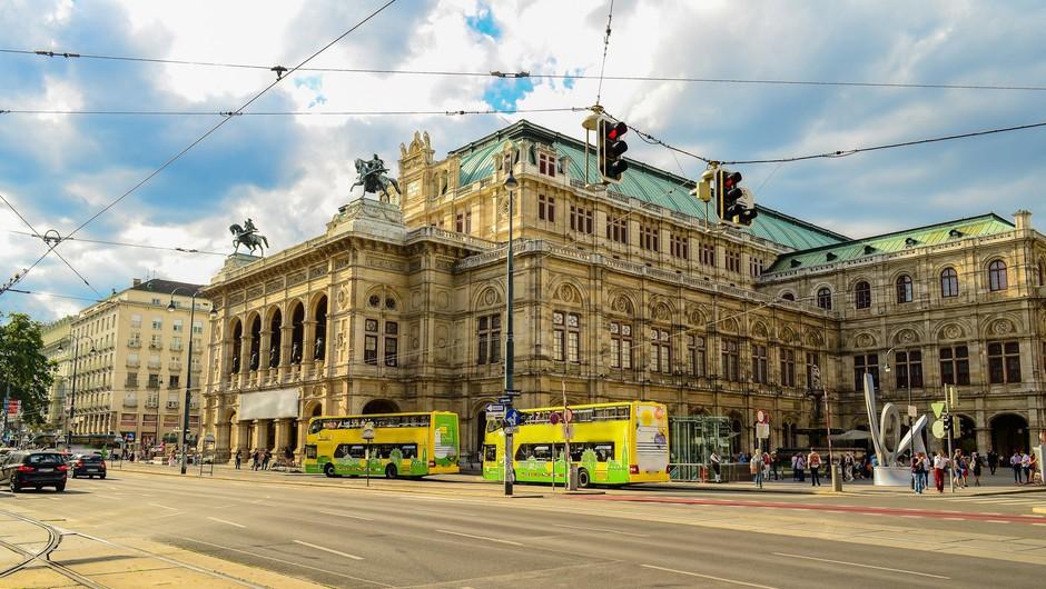 V Avstriji se bodo odprle večje trgovine, šole, gostilne in cerkve (foto: Profimedia)