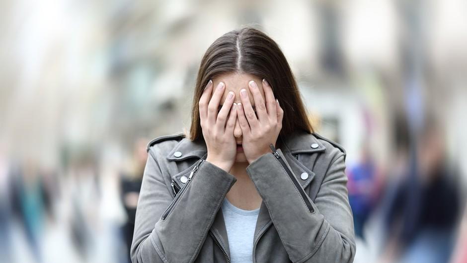 Zakaj se tako težko ubranimo dotikanja obraza (in z njim prenašanja virusov) (foto: profimedia)