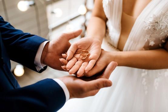 Od torka naprej bodo z nekaj omejitvami spet možne poroke