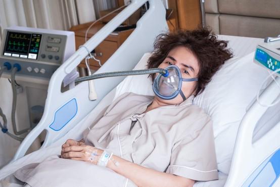 Včeraj se je število okuženih povečalo za sedem, umrla še ena oseba