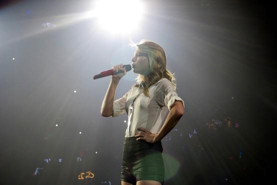 Taylor Swift opozorila, da je njena prejšnja založba izdala album brez njenega dovoljenja