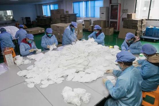 Kitajski inšpektorji so se spravili na proizvajalce zaščitne opreme in zasegli na milijone neustreznih mask