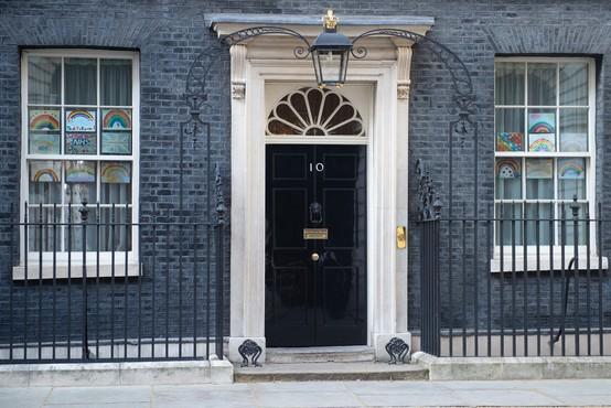 Premier Boris Johnson od ponedeljka naprej spet na delovnem mestu