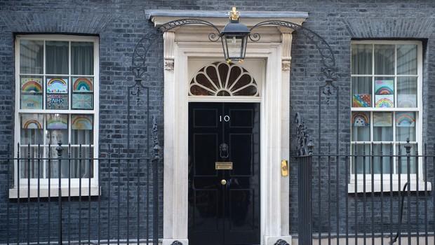 Premier Boris Johnson od ponedeljka naprej spet na delovnem mestu (foto: profimedia)