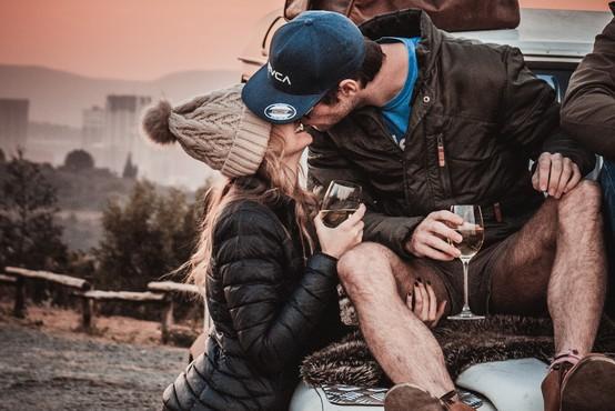 Zakaj srečni pari ne delijo svojega življenja na družbenih omrežjih?