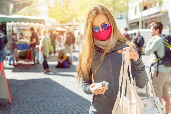 Nekaj preprostih trikov, da boste nošenje mask lažje prenašali!