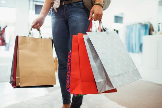 NIJZ poziva k upoštevanju higienskih ukrepov v trgovinah z oblačili in lokalih
