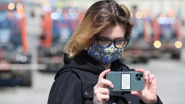 Od 1. marca je za koronavirusom po svetu umrlo 55 novinarjev (foto: profimedia)