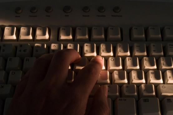 Policisti so med epidemijo zabeležili porast otroške pornografije na spletu